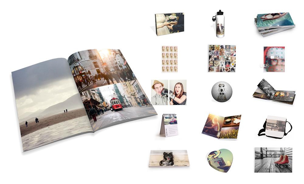 Zeigt verschieden 3D Modelle und Mockups freigestellt. Mehrere Printprodukte wie: Fotobücher, Poster, Fotosticker, Kalender