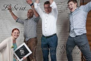 Photo Booth, eine Gruppe die herzlich Gratulieren.